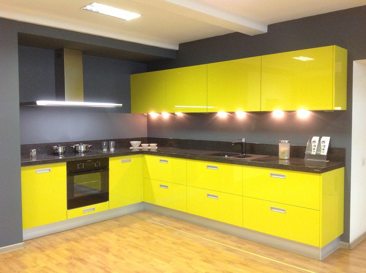 Стоит ли выбирать насыщенные цвета для отделки кухни