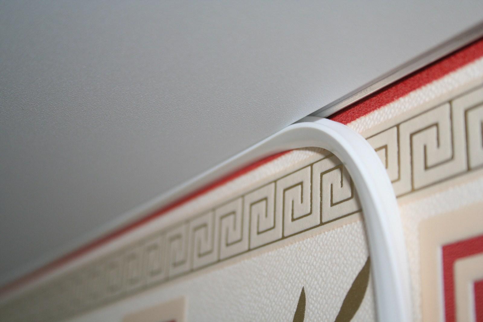 Вопросы выбора плинтуса для натяжного потолка