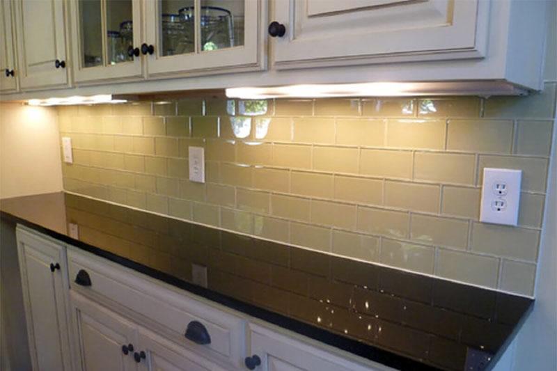 Из какого материала выбрать стеновую панель на кухню