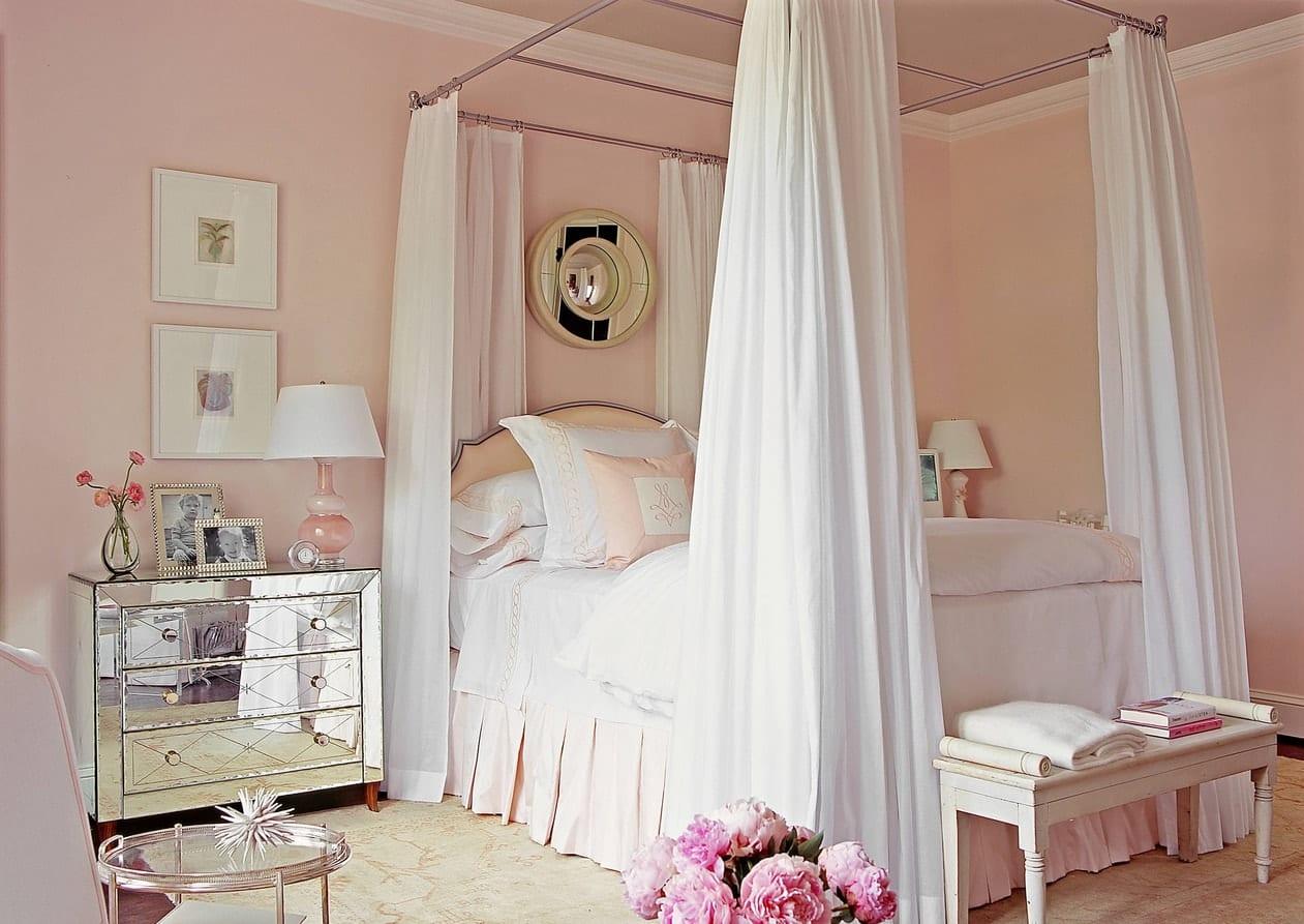 Небольшая спальня, есть ли выход?