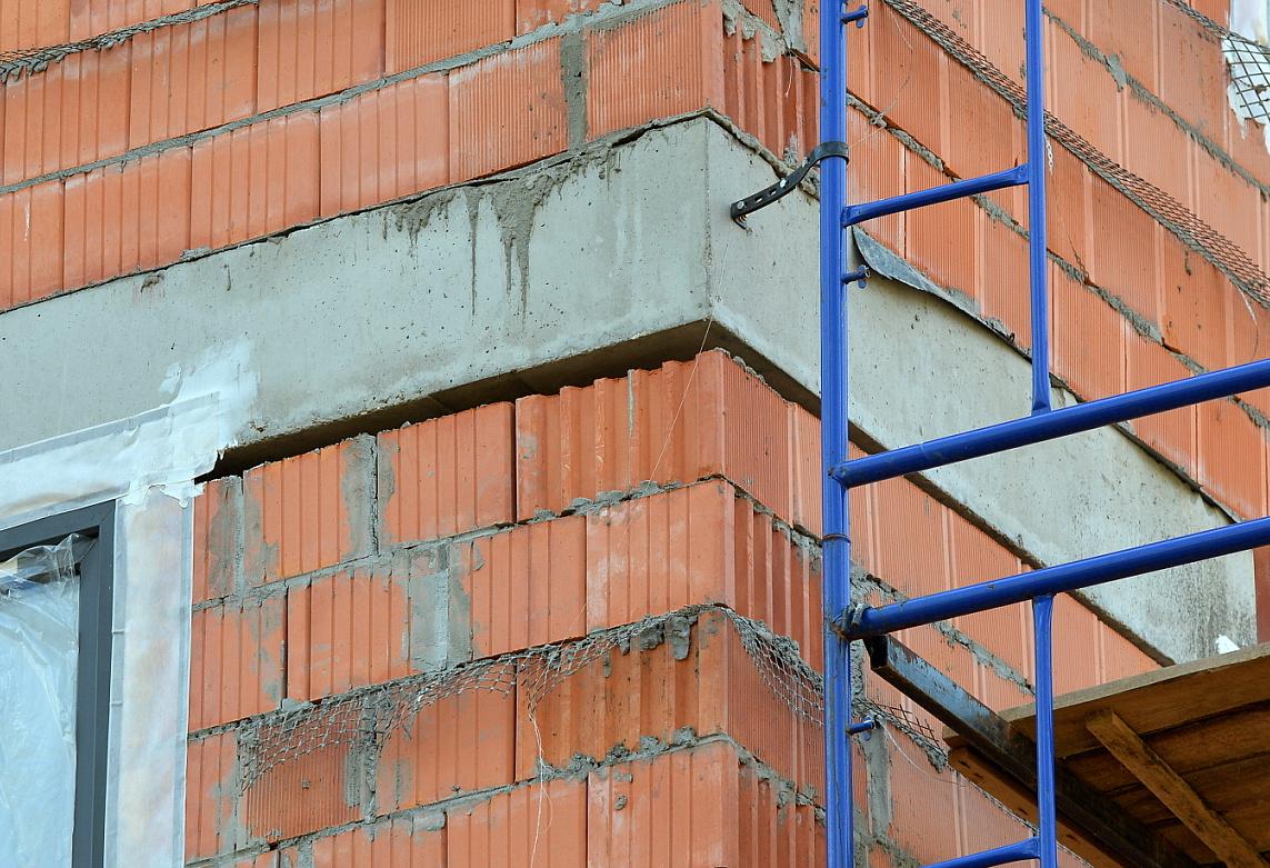 Избавляемся от сквозняков: как законопатить все щели в квартире