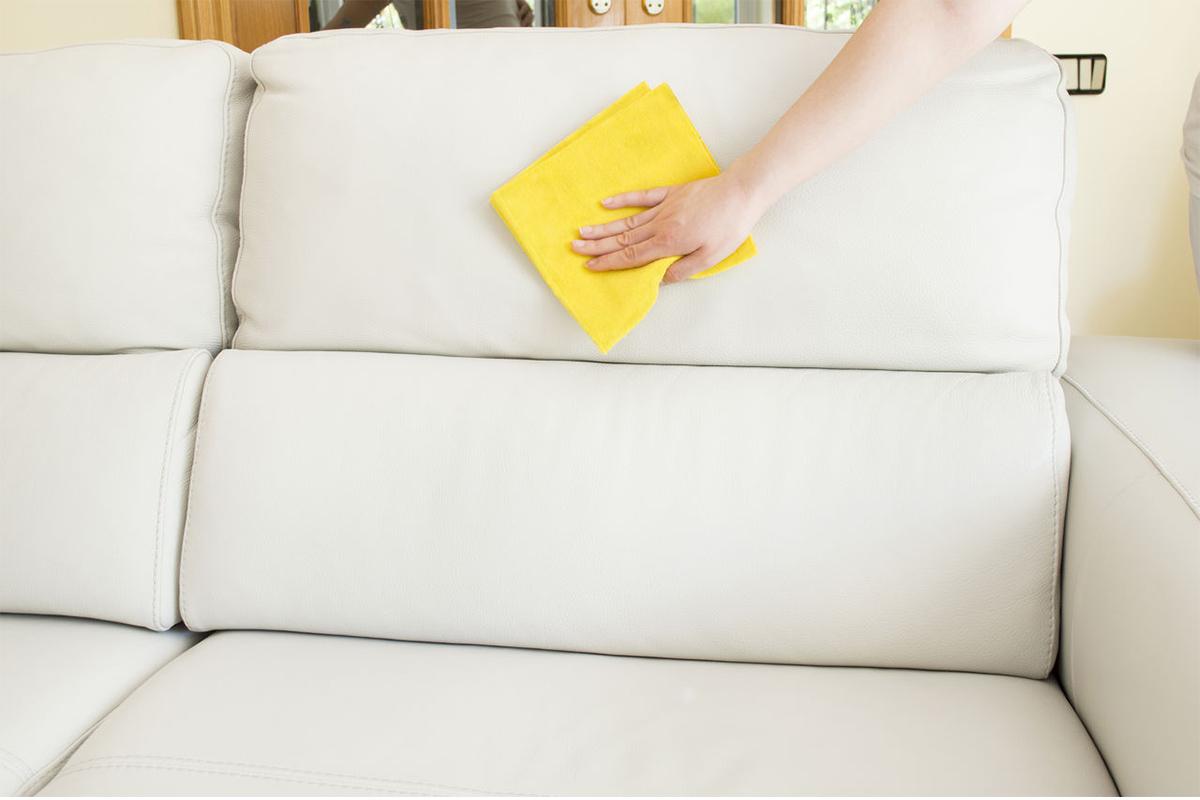 Как очистить обивку мебели из светлой кожи_1