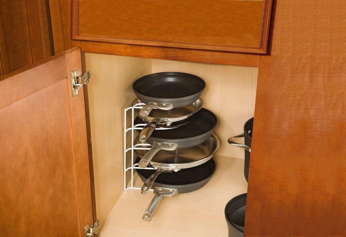 Идеи для хранения сковородок с крышками_3