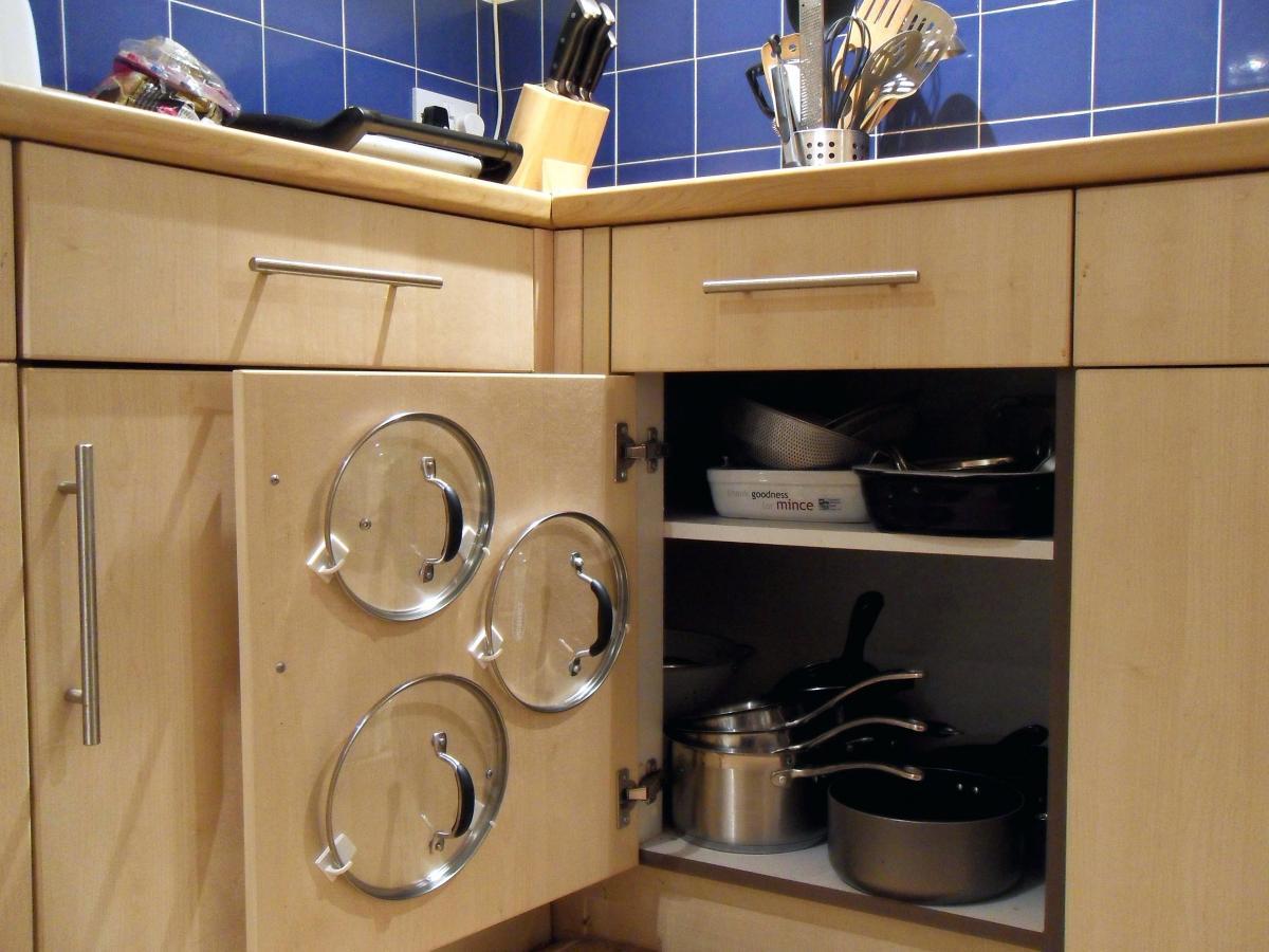 Идеи для хранения сковородок с крышками_4