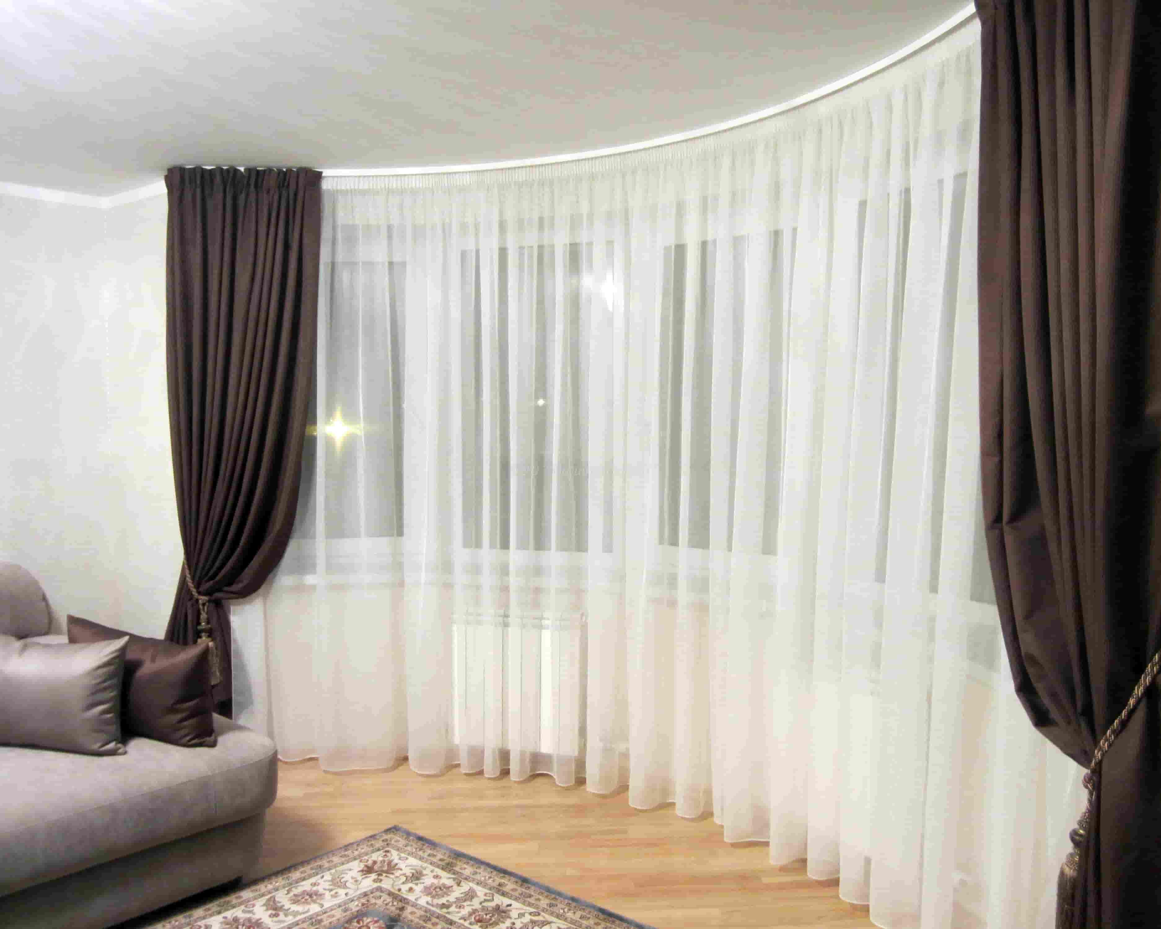 Красивые варианты оформления окон гостиной_2