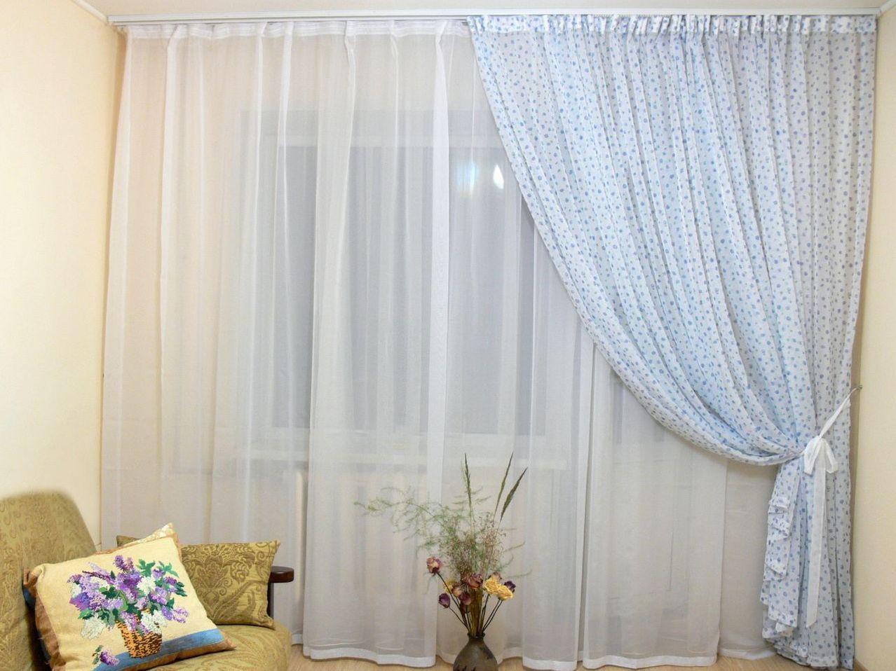 Красивые варианты оформления окон гостиной_3