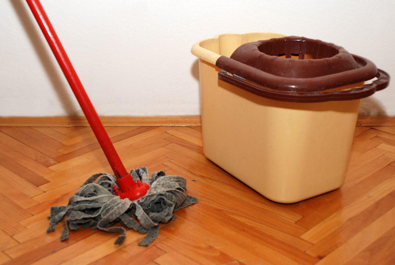 Как защитить деревянный пол на кухне_3