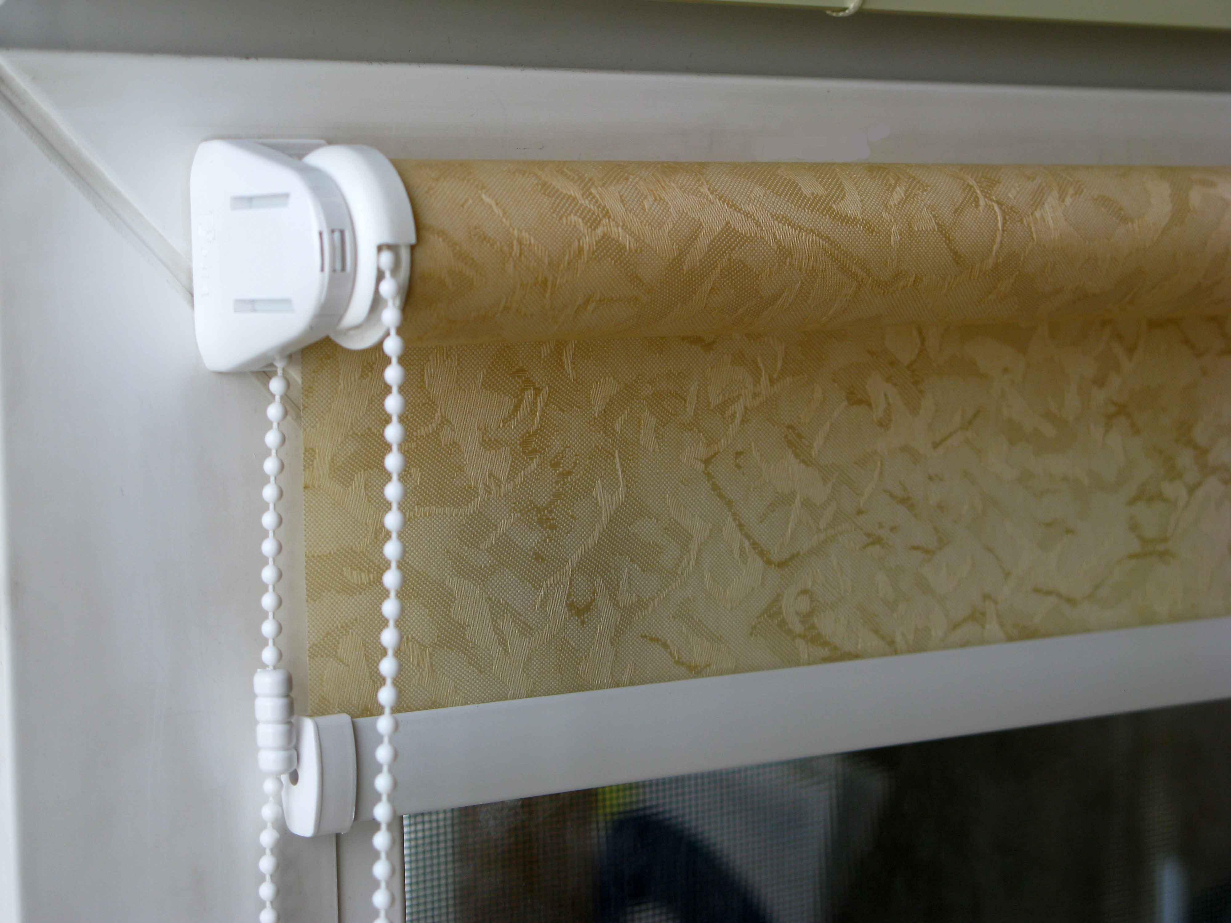 Как правильно чистить рулонные шторы_3