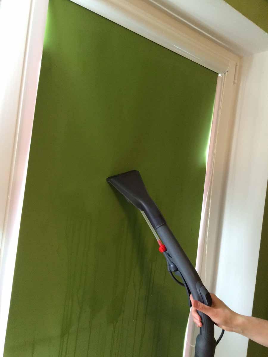 Как правильно чистить рулонные шторы_4
