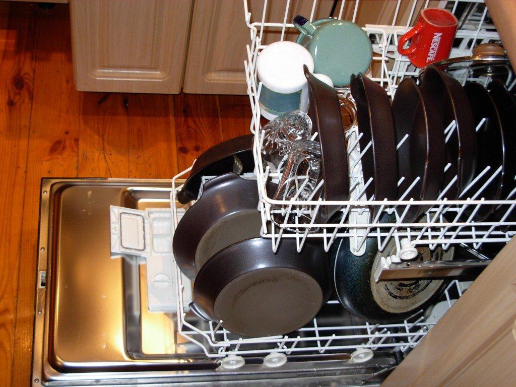 Какую посуду нельзя мыть в посудомоечной машине_3