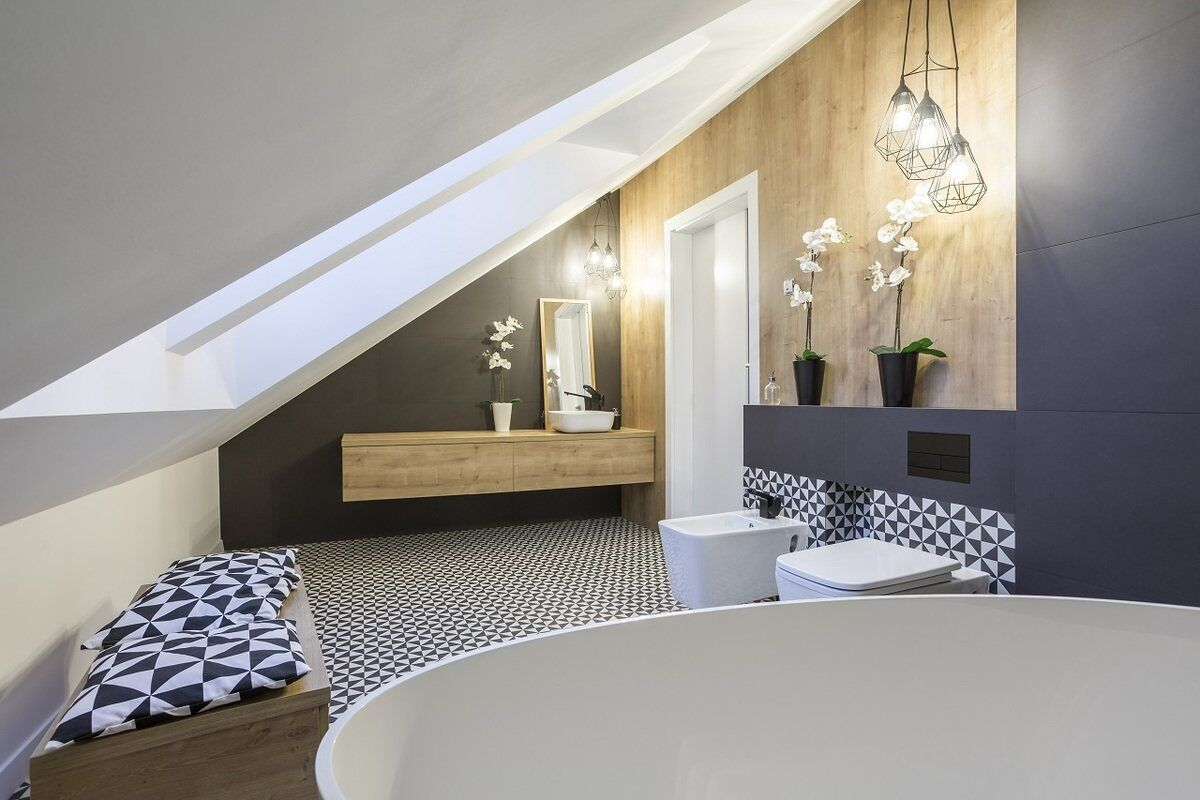 Красивый интерьер комнаты на мансардном этаже_4
