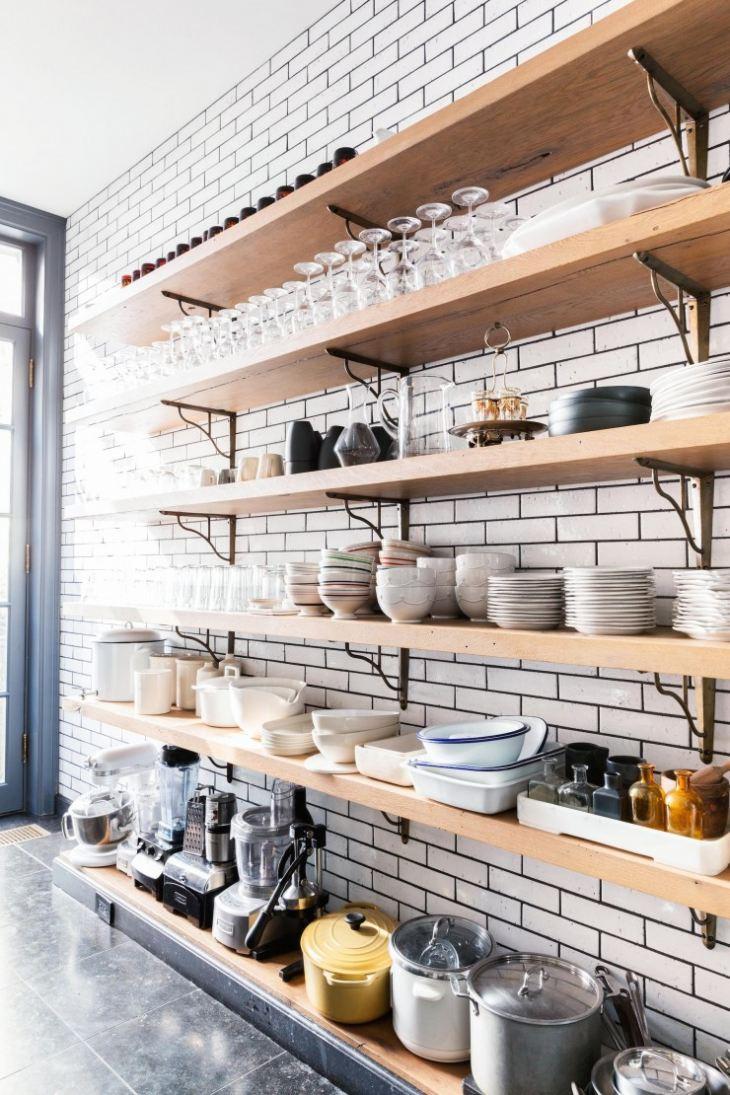 Открытые полки: создаем гармоничный дизайн кухни_3