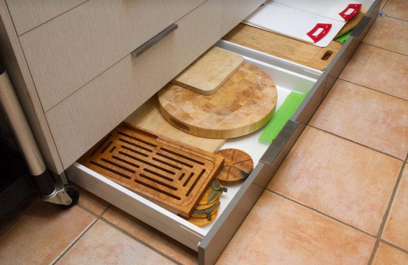 Ящики в цоколе кухни_3