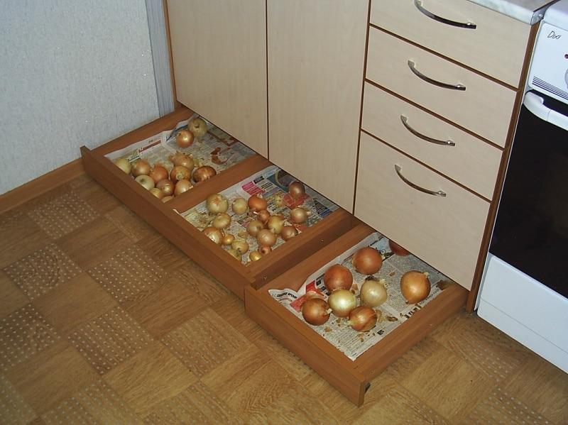 Ящики в цоколе кухни_2