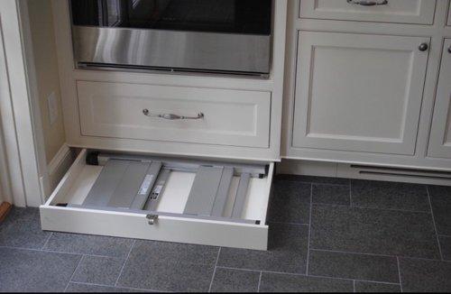 Ящики в цоколе кухни_1