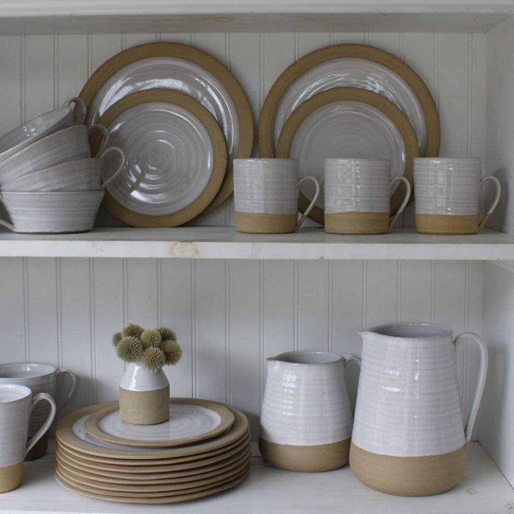 Глиняная посуда на современной кухне