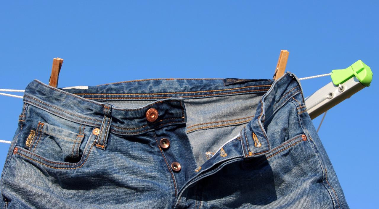 Как правильно постирать и высушить джинсы - Интерьер