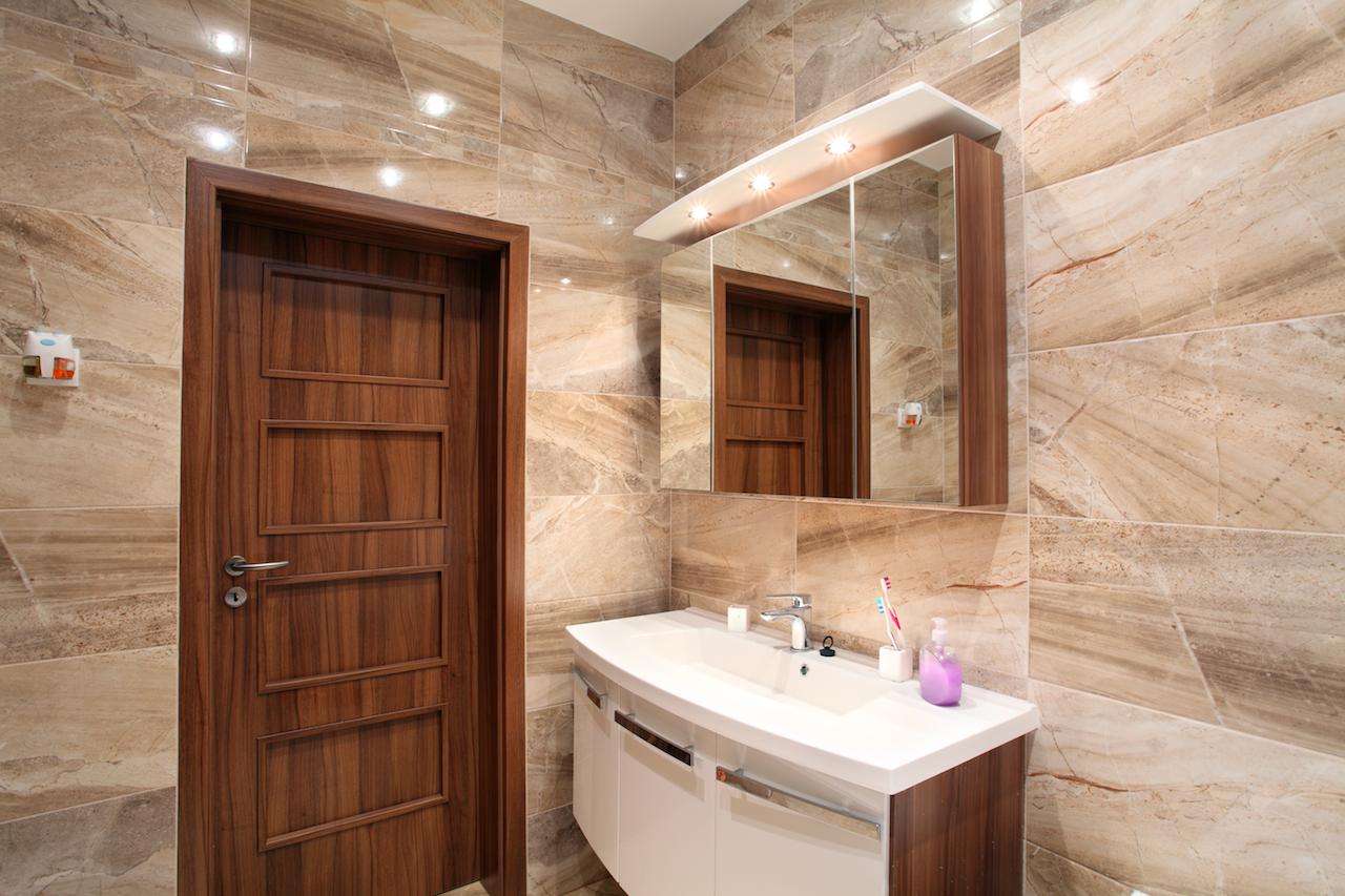 Какие материалы подойдут для ванной вместо плитки_1