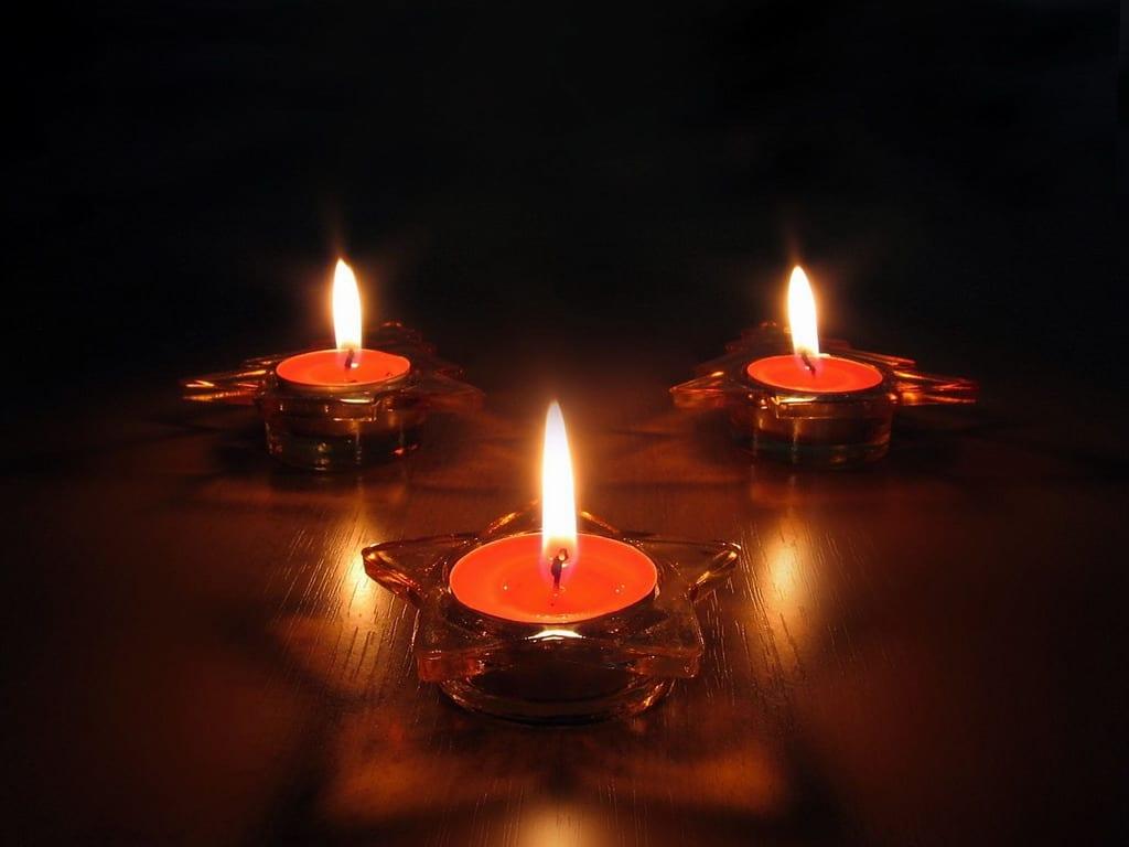 Огни праздника, или украсьте дом свечами