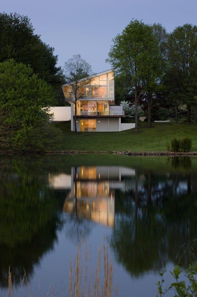 Роскошный дом на озере от Robert M. Gurney