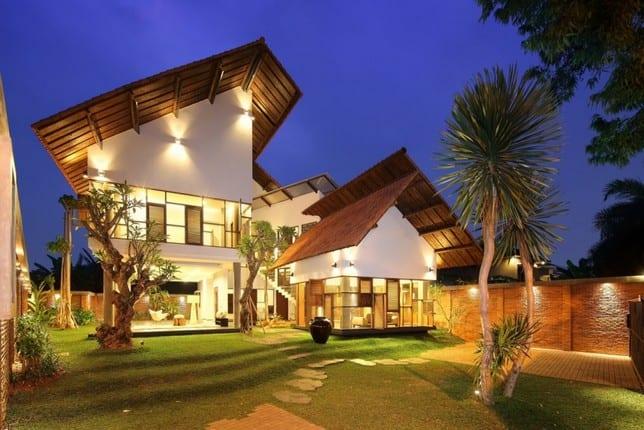 Искаженный Distort House от TWS & Partners в Джакарте