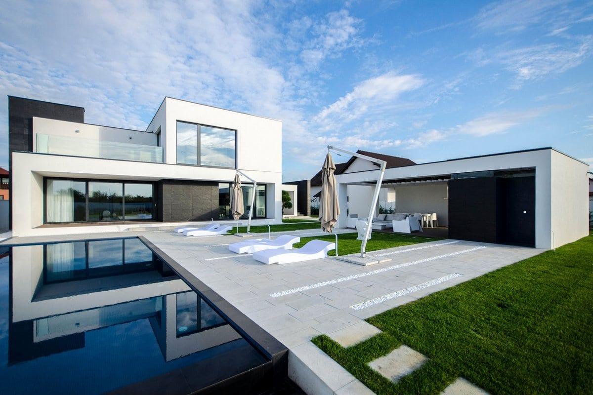 Черно-белая резиденция в Румынии