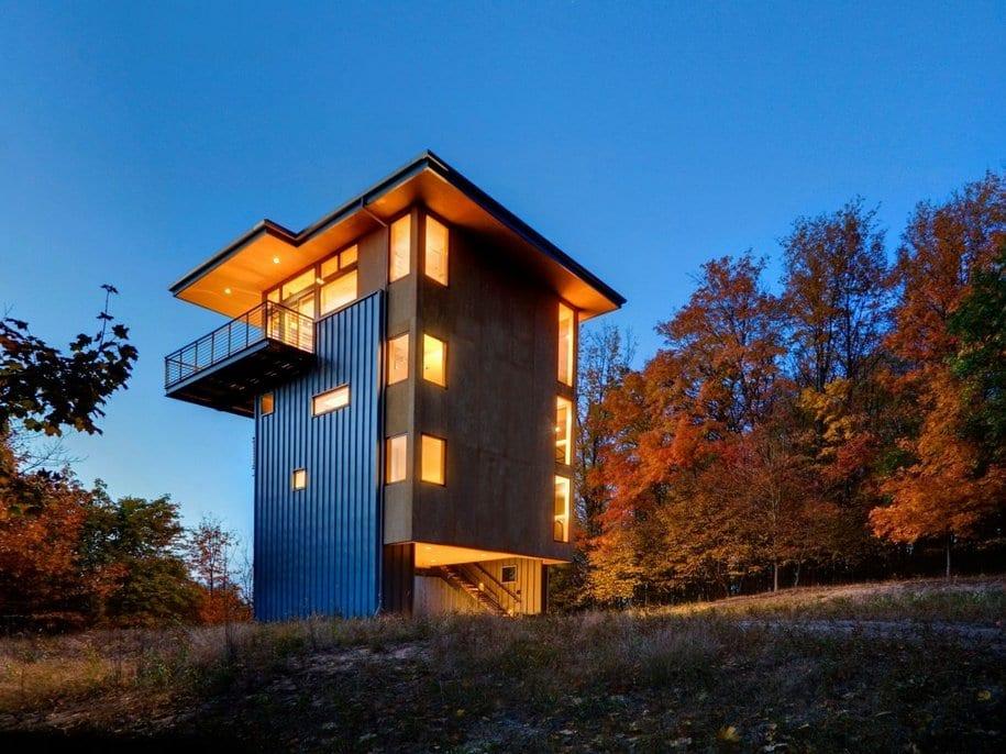 Дом-башня на озере Глен в штате Мичиган