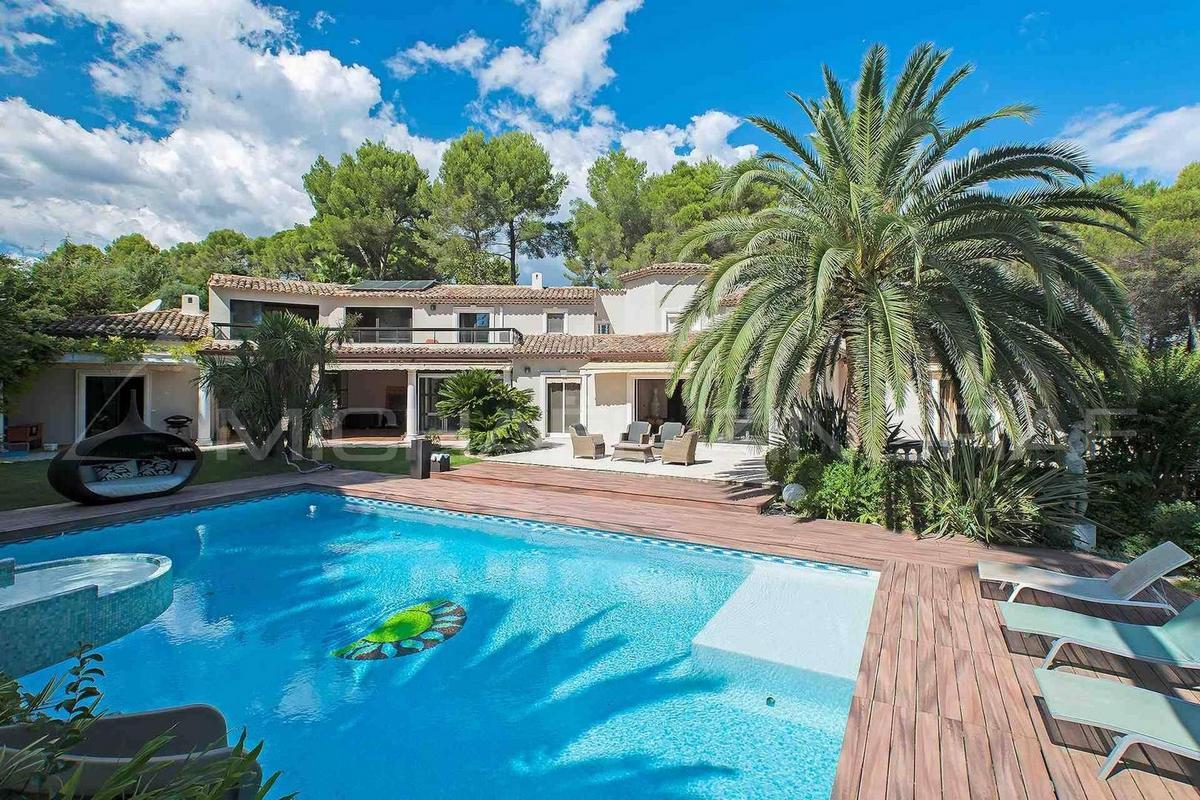 Дом на побережье Средиземного моря во Франции