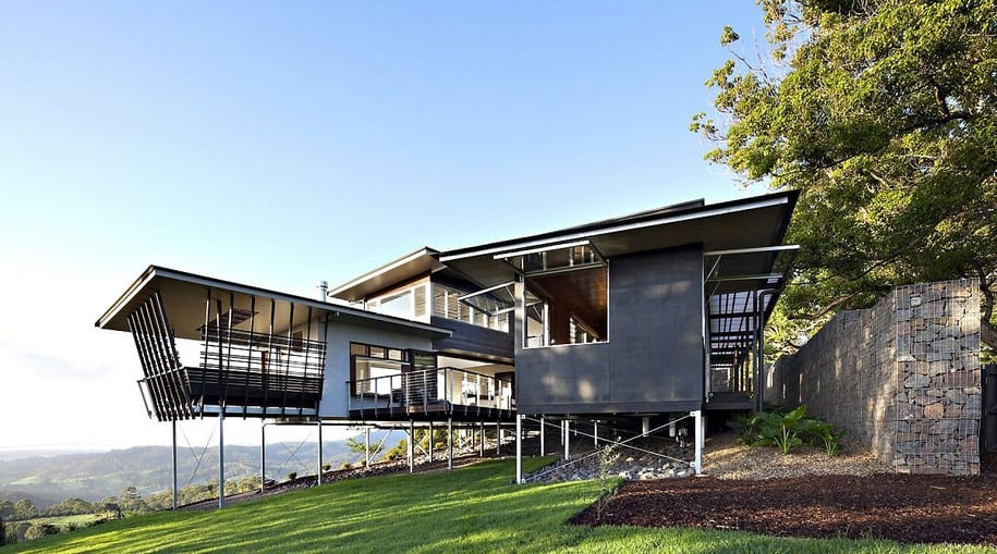Дом на сваях Maleny House от Bark Design Architects