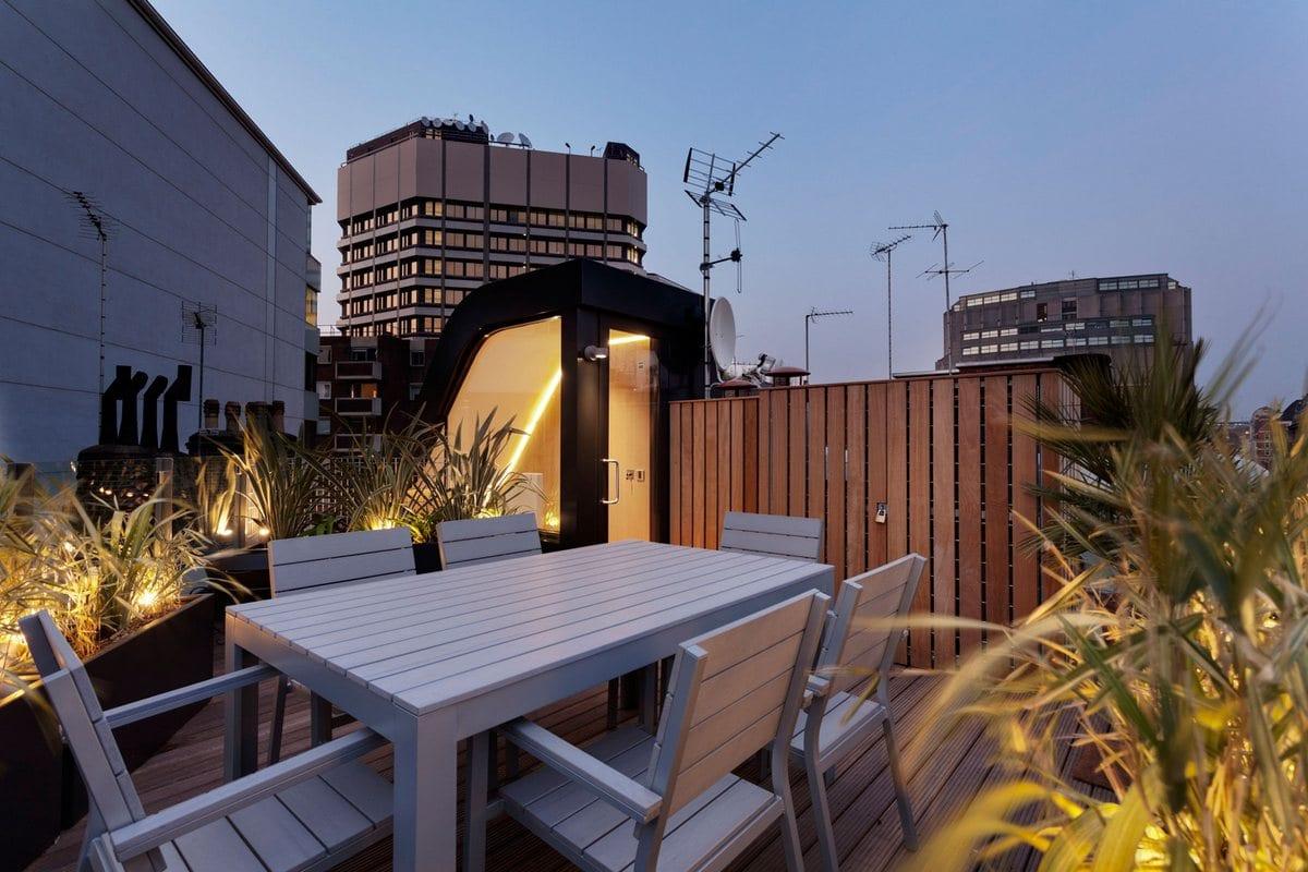 FORM Design Architecture, Flatiron House, акриловый камень фото, акриловый камень в интерьере, винтовая лестница в частном доме фото, дом с террасой на крыше