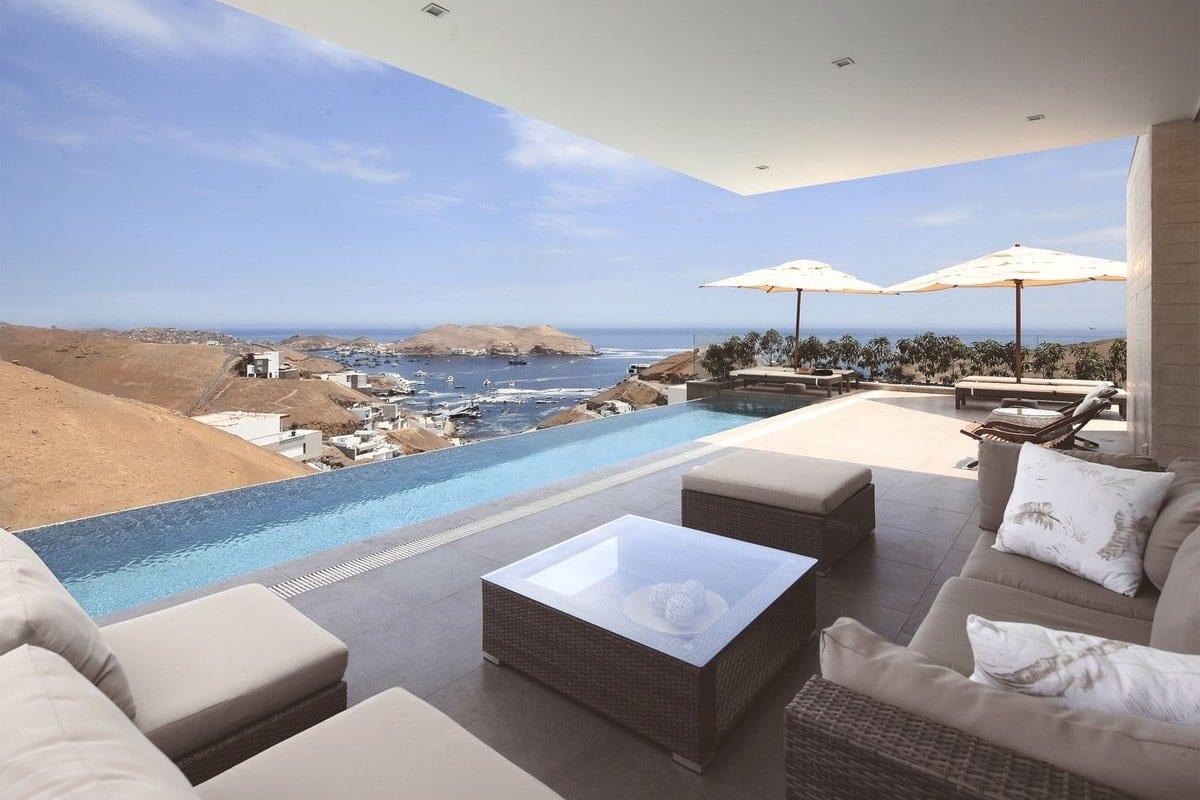 Дом с видом на залив в Перу