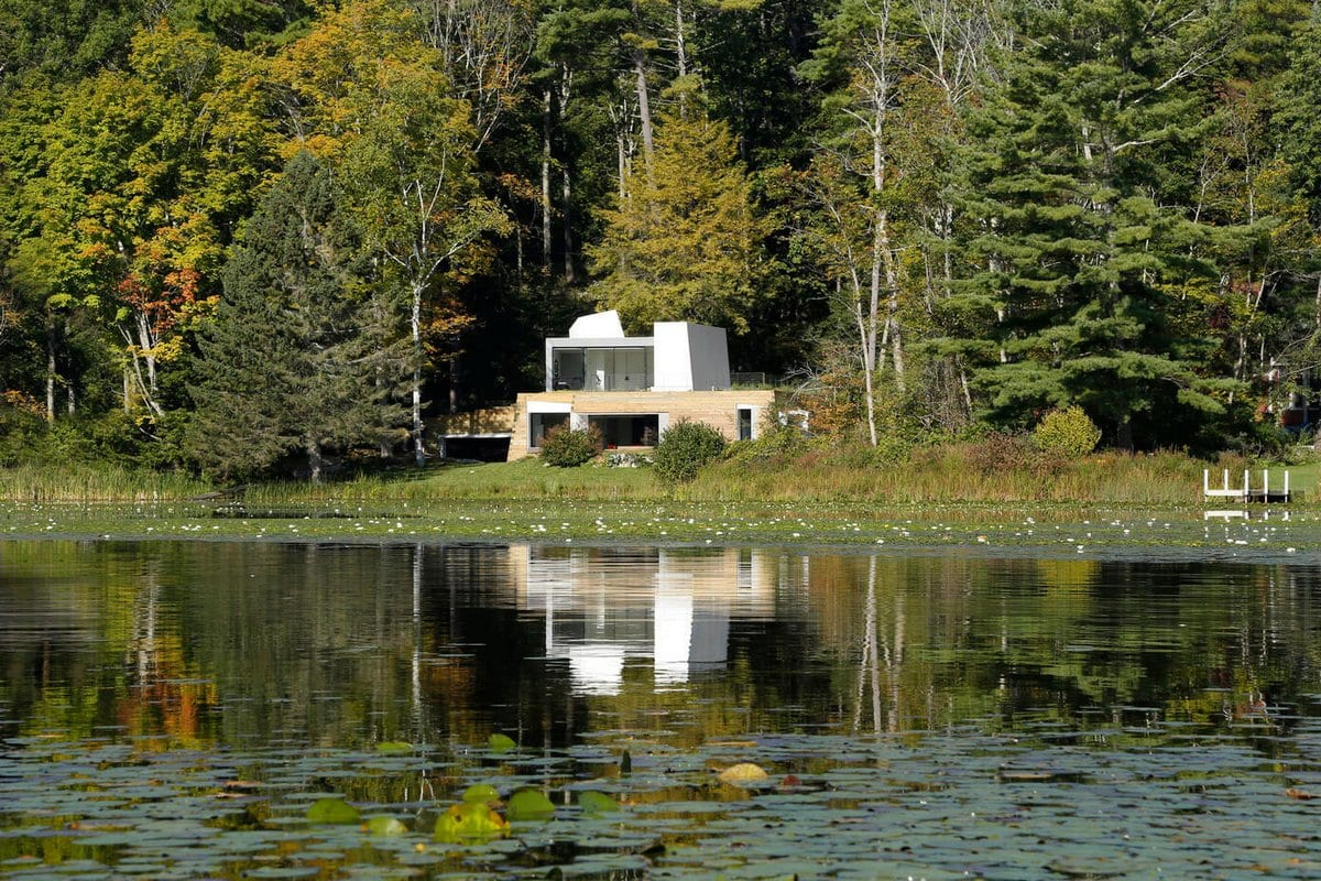 Taylor and Miller Architecture, Lake House, округ Беркшир, штат Массачусетс, США, дом у озера, дом на берегу озера, дом с видом на озеро