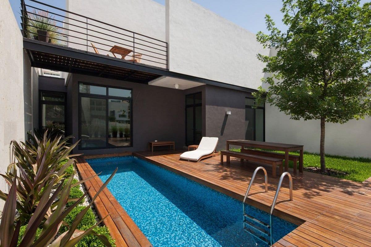 Компактный частный дом с бассейном