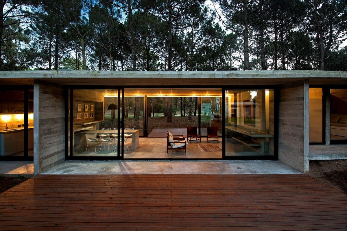 SV House, LK Estudio | Luciano Kruk, резиденция в лесу, дом из бетона, бетон в интерьере фото, холодный интерьер фото, стол из бетона, дом в лесу