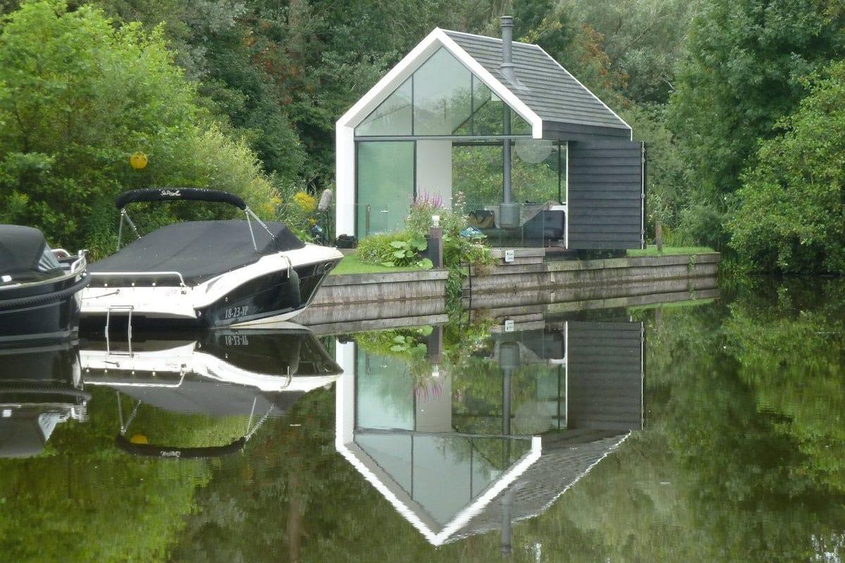 Лусдрихт Плассе, озеро Лусдрихт, лодочный домик, проекты лодочного домика, дом на озере, дом для уединения, 2by4-architects, очень маленький дом