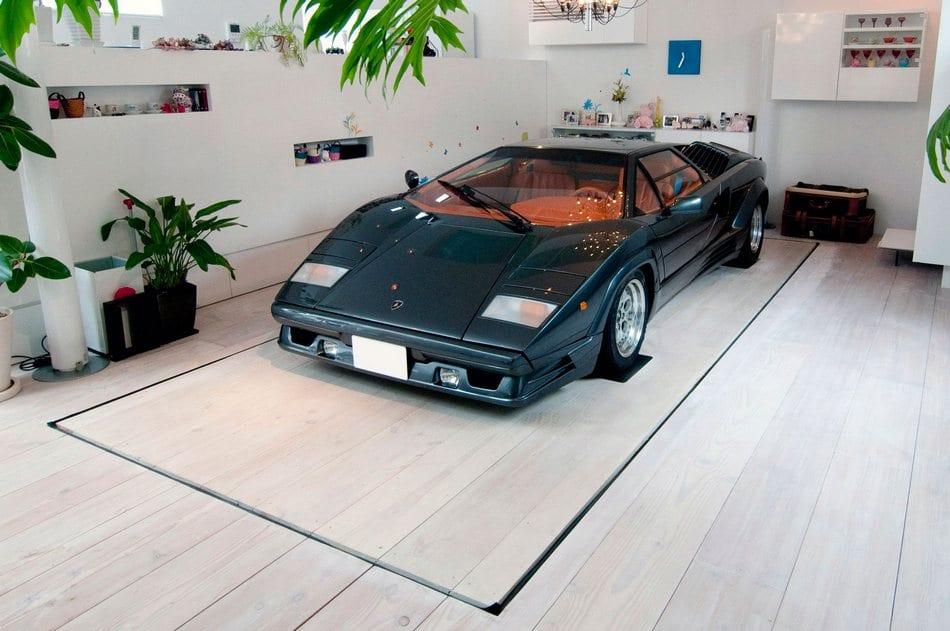 Настоящий Lamborghini в гостиной частного дома