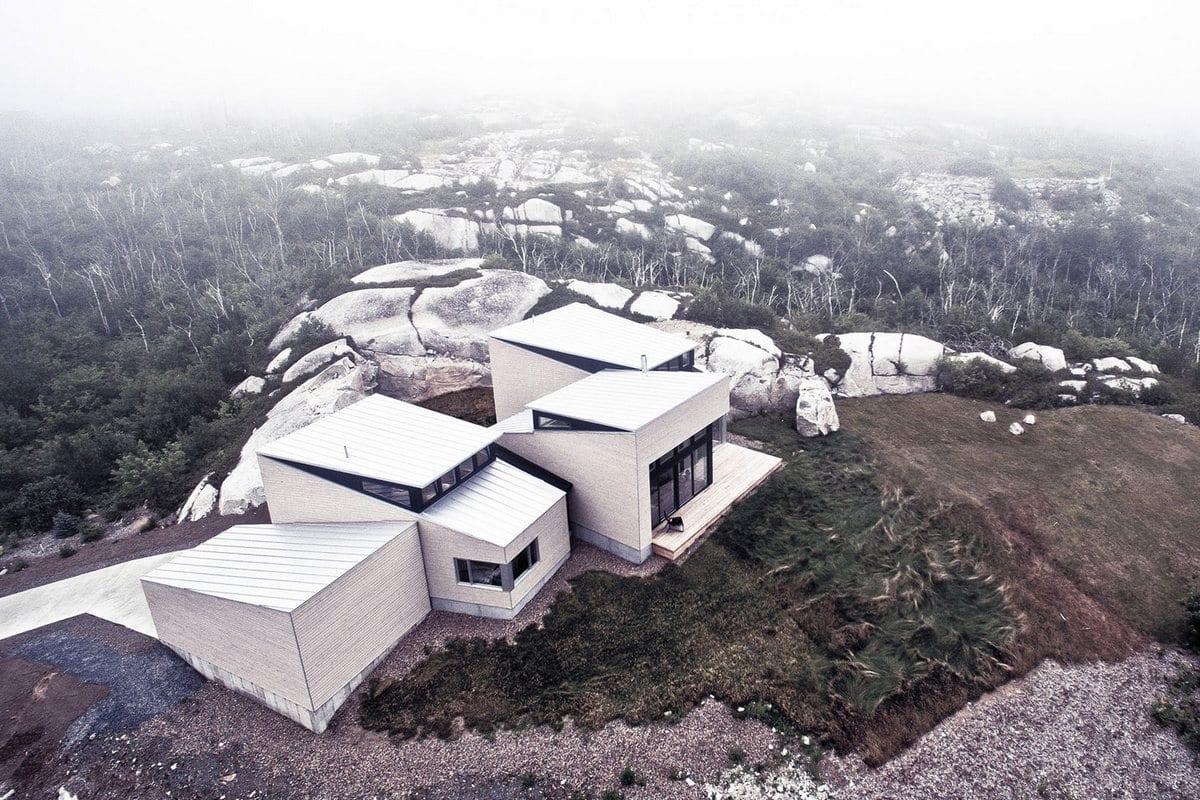 Omar Gandhi Architect, дом на вершине горы, частные дома в Канаде, частный дом на берегу океана, потрясающий вид из окон частного дома, проект дома