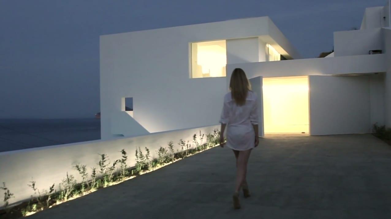 Невероятный дом на скале в Испании (видео)