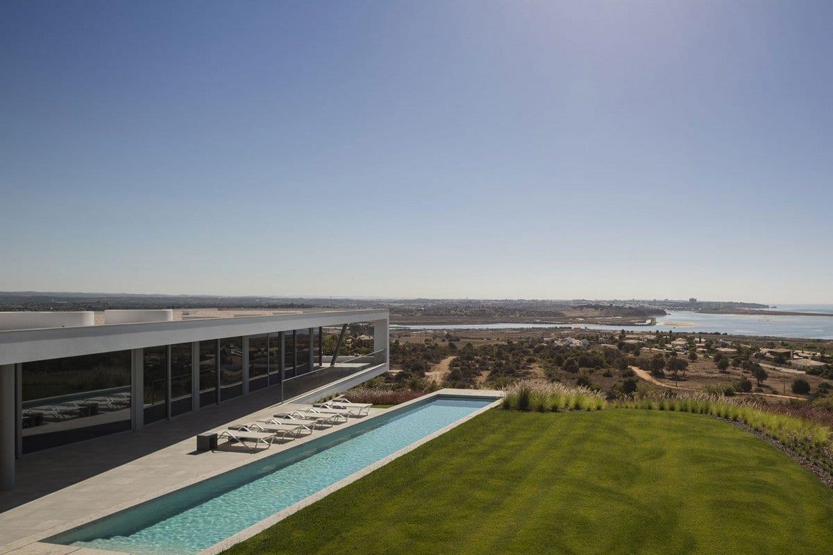 Одноэтажная резиденция с видом на залив