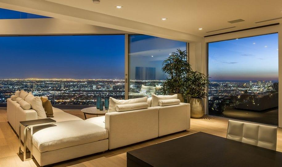 Потрясающий особняк в Западном Голливуде с видом на Лос-Анджелес
