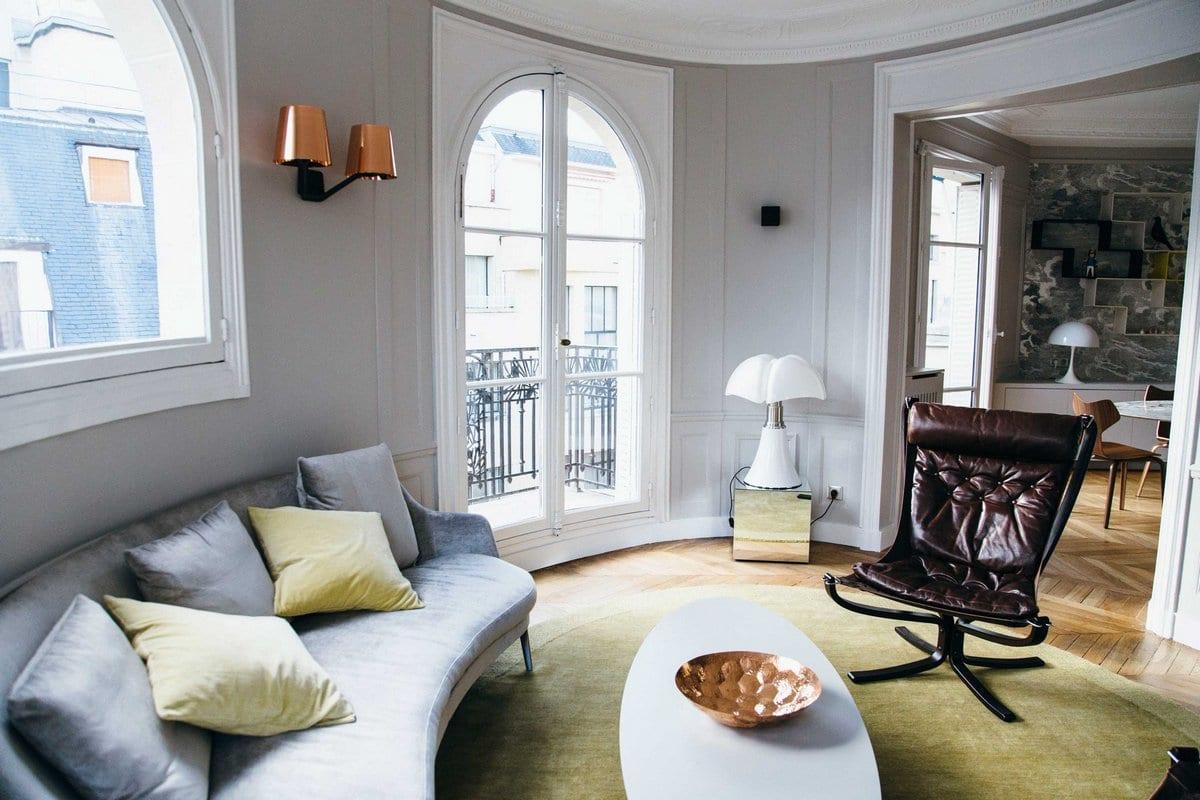 Современные апартаменты в старинном здании Парижа
