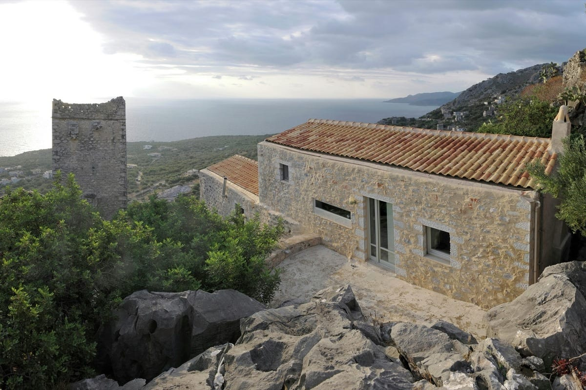 полуостров мани, Z-level, дом в старой крепости, частный дом в крепости, старый дом греция, дом на берегу моря греция, дом на берегу средиземного моря