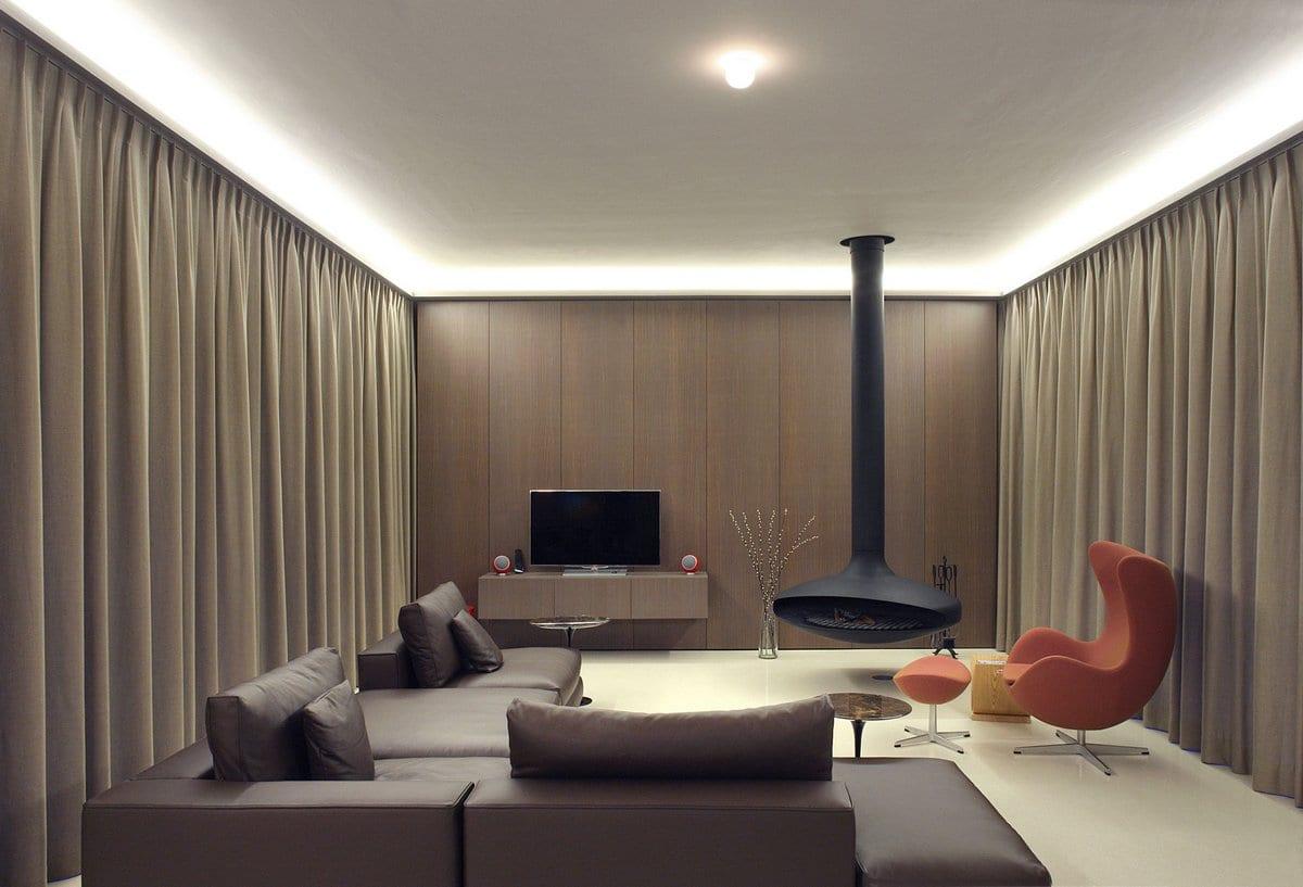 винтажная лестница, Dieter De Vos Architecten, вилла Moerkensheide, арочные окна в частном доме, камин в гостиной фото, лестница в частном доме фото