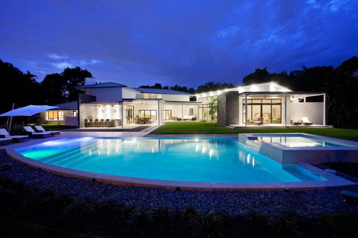 Уютный одноэтажный дом с бассейном во Флориде
