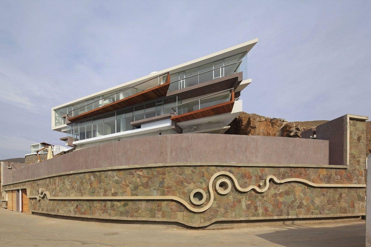 Величественная резиденция на побережье Тихого океана