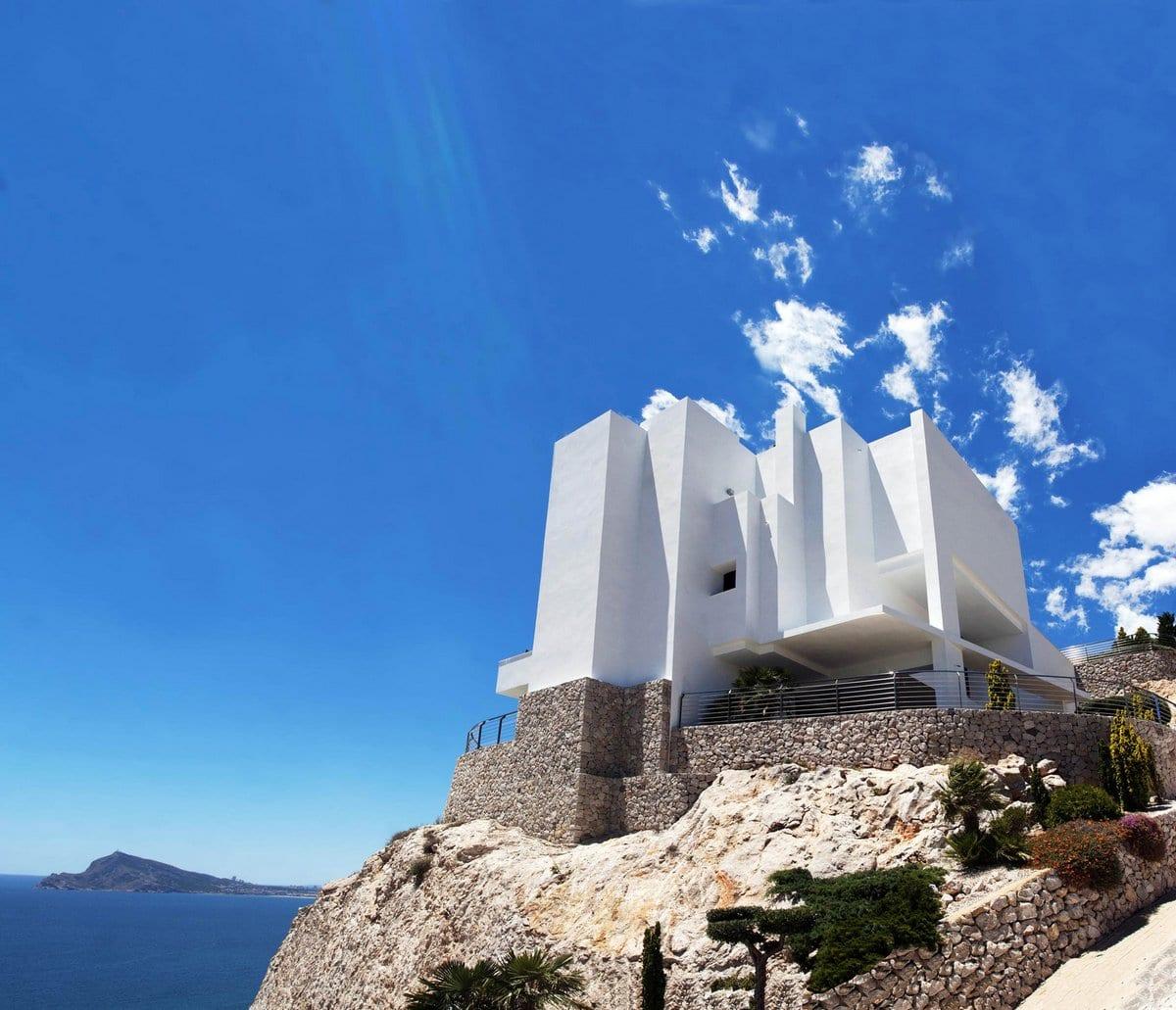 Впечатляющая вилла на побережье Средиземного моря