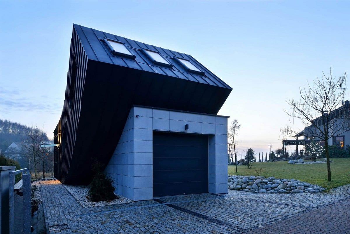 Взлетающий домик в Польше